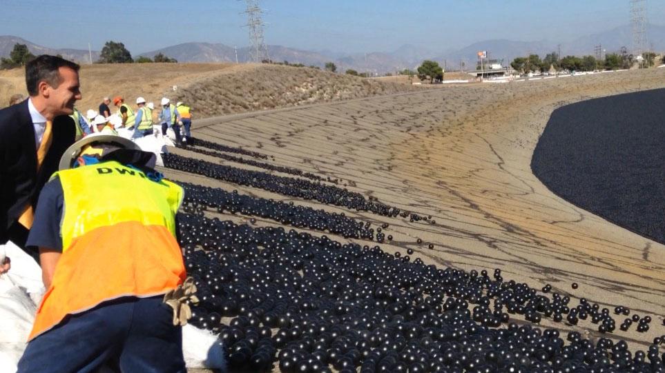 Los Angeles utiliza Bolas de Plástico Preto para Economizar Água