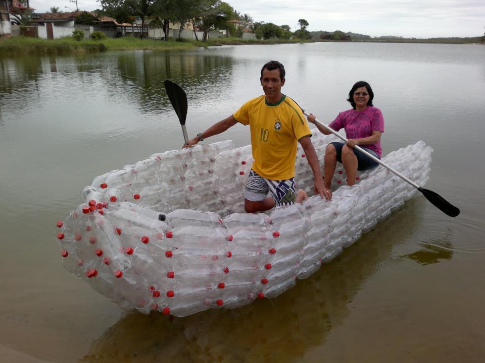 Barco feito com Garrafas Pet -